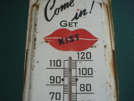 The old Kist! thermometer predicts a hot summer.